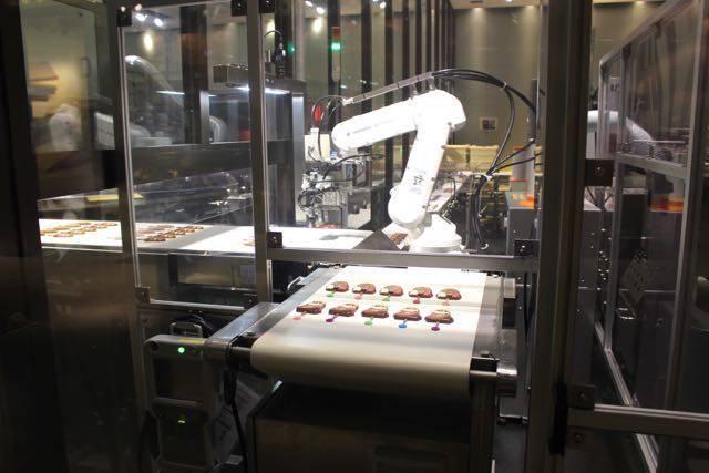 チョコレート工場ロボット