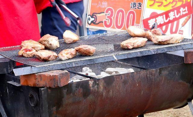 札幌国際スキー場 秋祭り 豚のダイナミック焼き