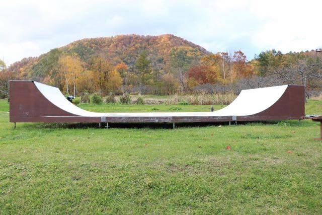 八剣山果樹園 スケートボード場 ランプ