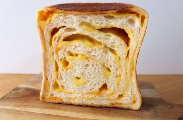 ルミトロン チーズ食パン