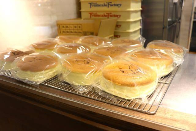 フルーツケーキファクトリー チーズケーキ
