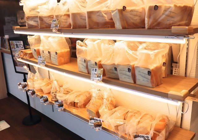 MOO100%西町店 店内 食パンコーナー