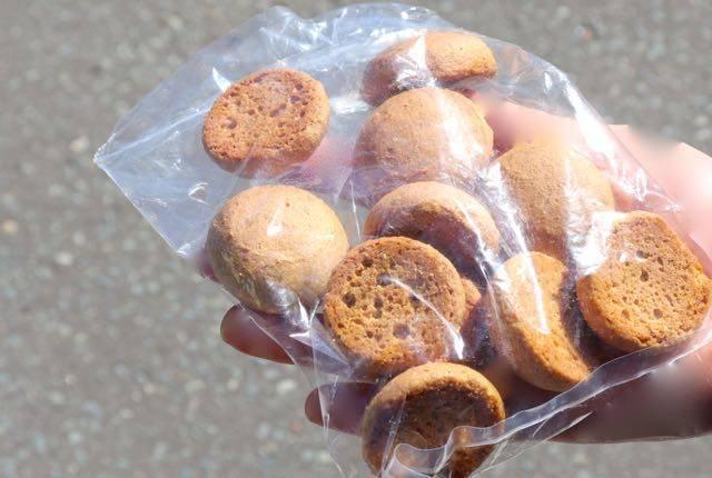 昭和新山熊牧場 エサのクッキー