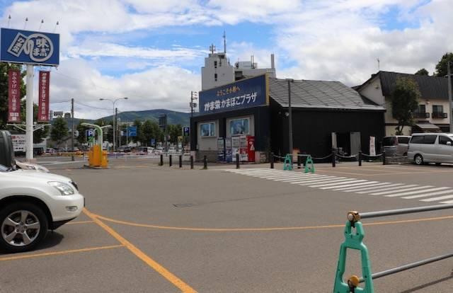 かま栄 工場直売店 駐車場
