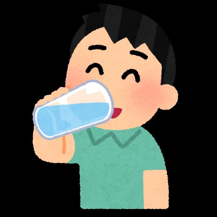 水を飲む男の子