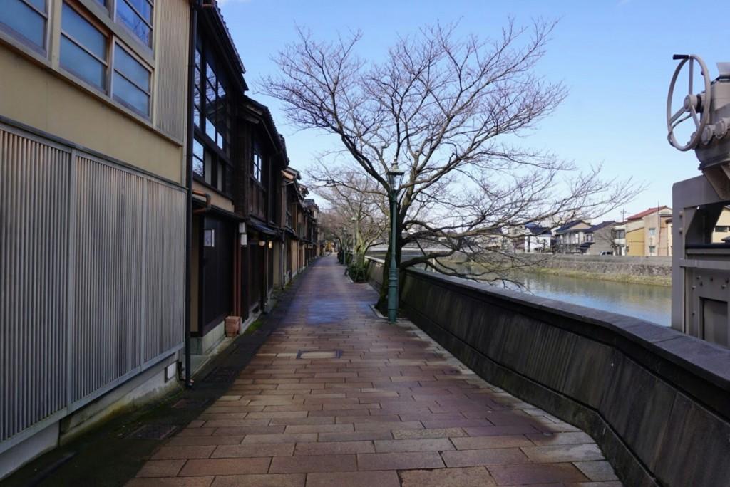 主計町の浅野川沿い