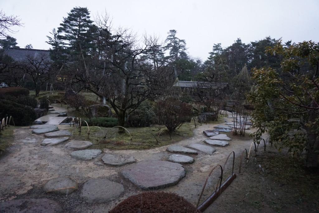 兼六園の石の道