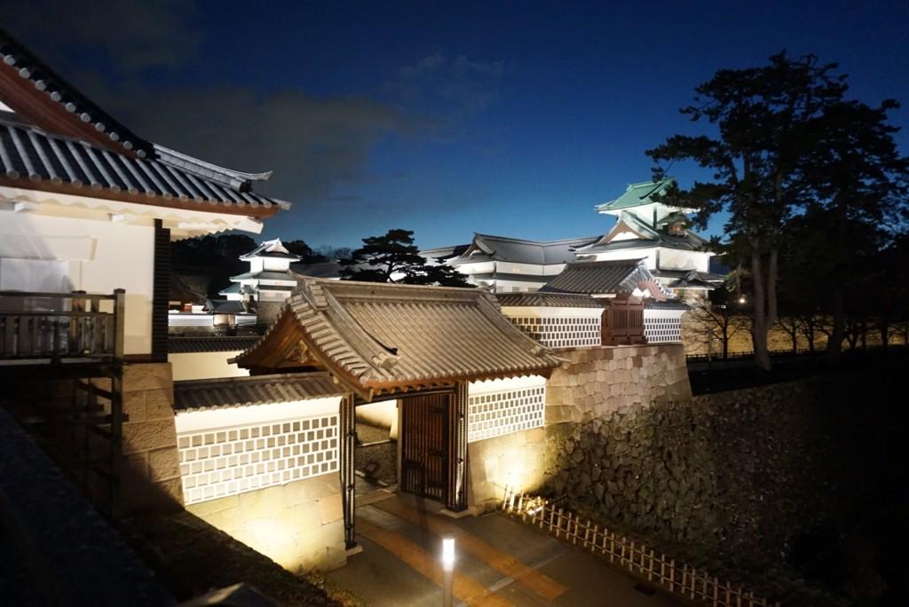 夜の金沢城城門