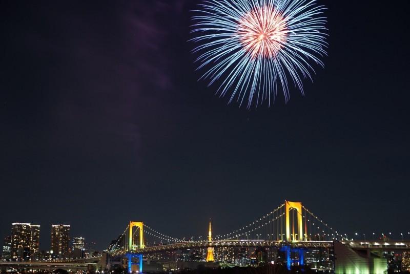 花火と東京タワーとレインボーブリッジ