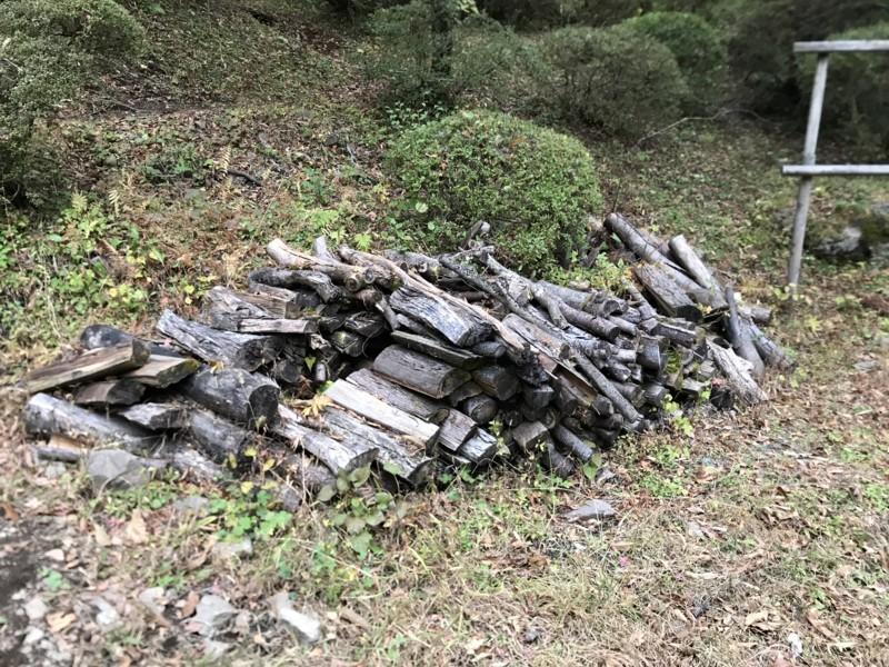 金時神社の薪