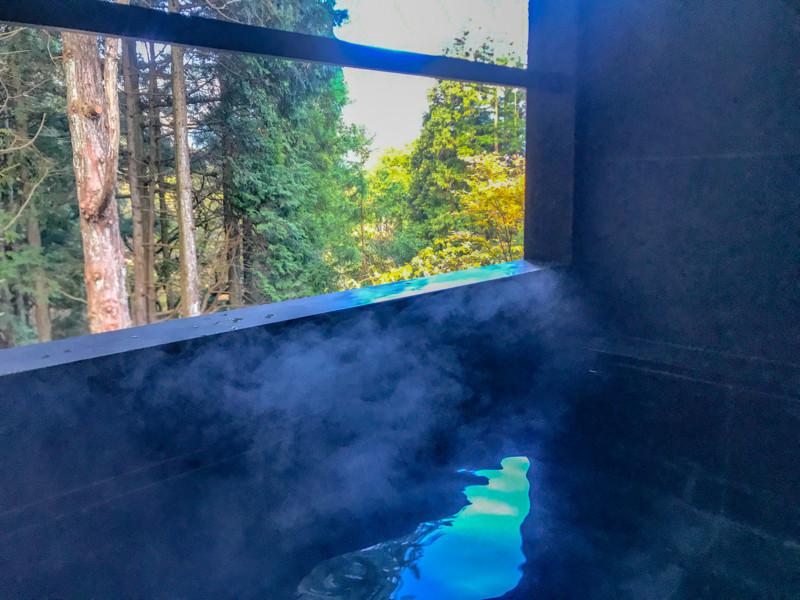 ススキの原一の湯の部屋にある露天風呂
