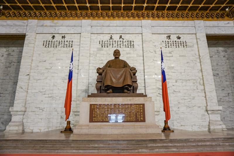 蒋介石の像