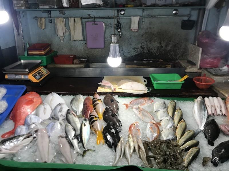 東門市場で売られている魚