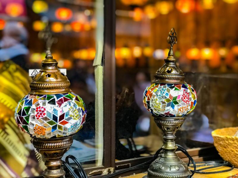ランプ屋の店頭にあるランプ