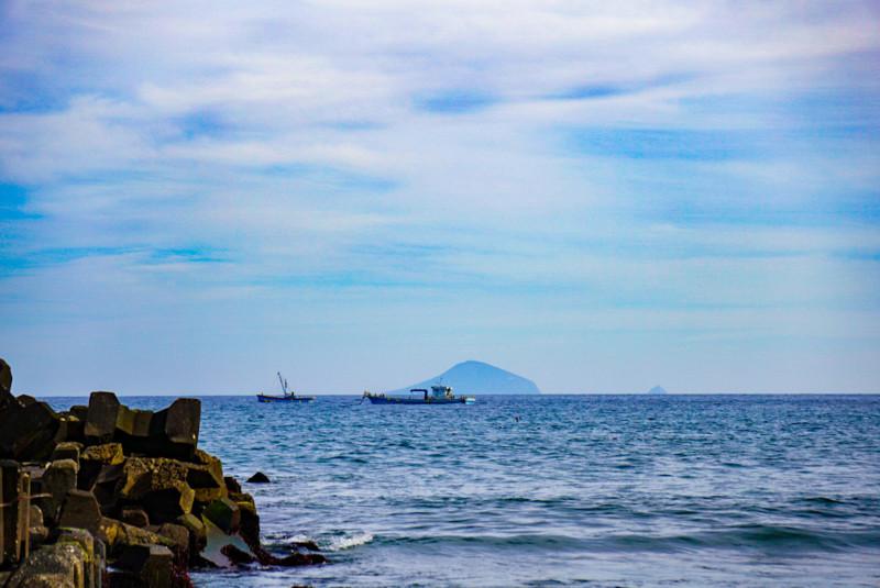 相模湾と船と島
