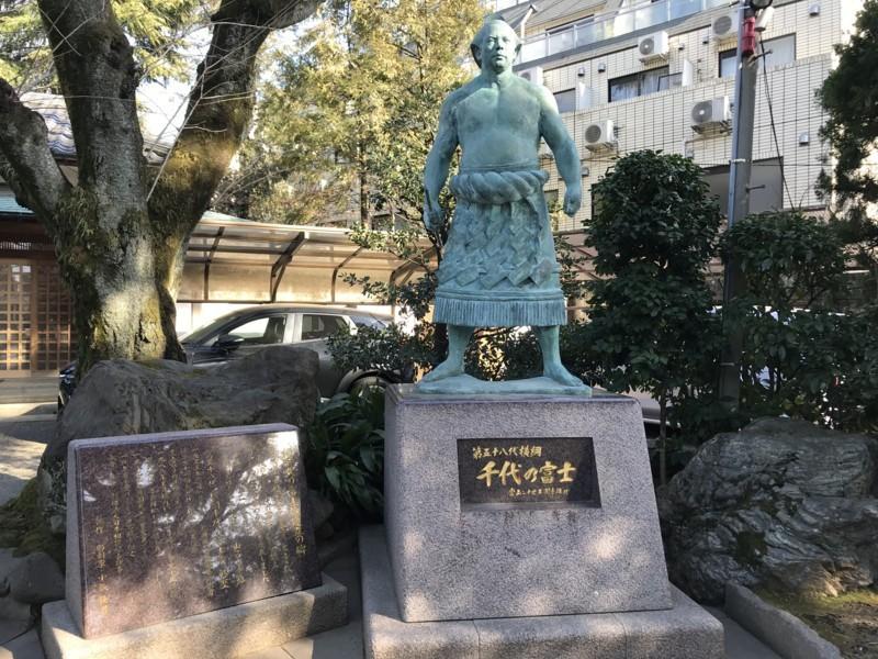 千代の富士の銅像