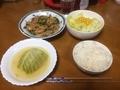 鶏チンジャオ食事