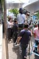#3:歩道が報道で占拠されてます