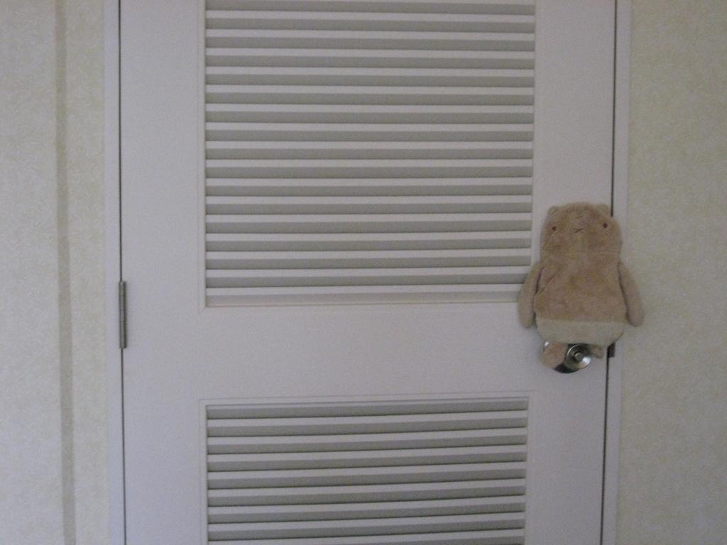 シェラトンの部屋の扉