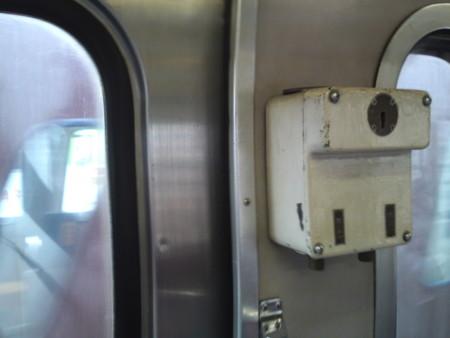 上信電鉄・車内の車掌ドアスイッチ