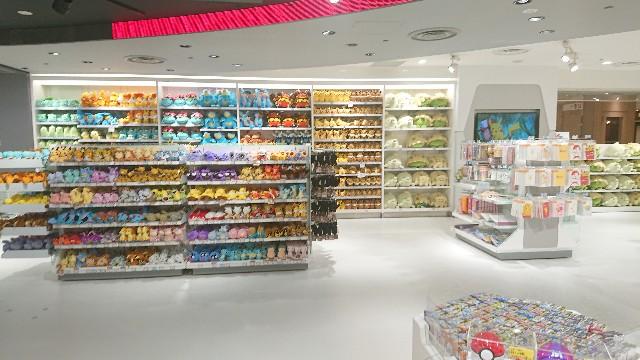 ポケセン店内の棚の写真(pokemon fitなど)