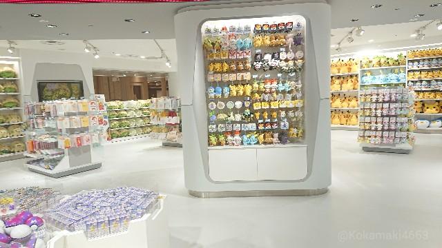 ポケセン店内の棚の写真(中央柱ふきん)