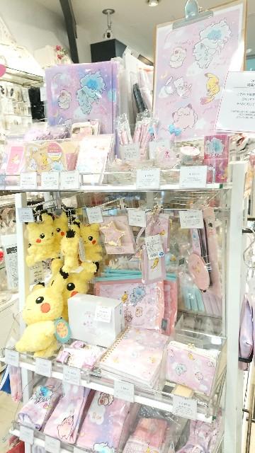 Sweet Dream柄商品が展示してある棚の写真