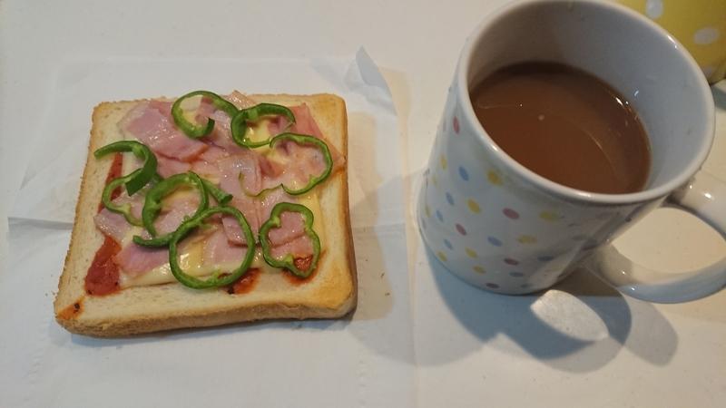 朝食 食パン マーガリン