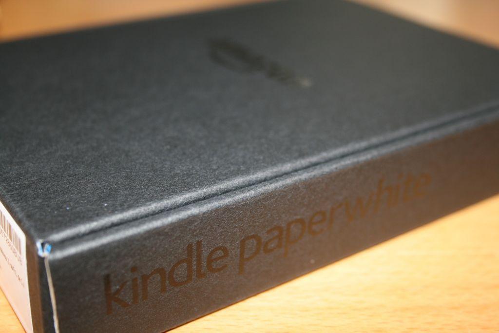 キンドルペーパーホワイトの箱の側面を撮影した写真