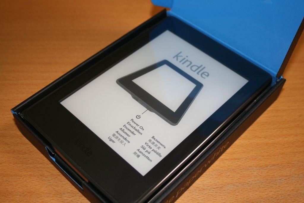 Kindlepaperwhiteの上蓋を開けた写真