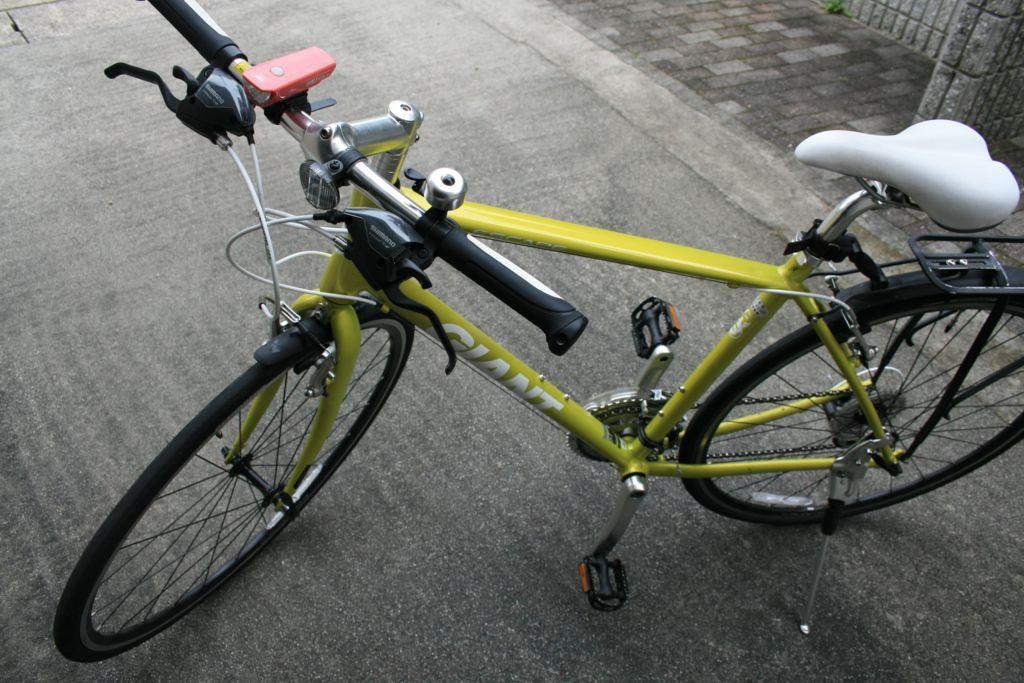 バーエンドバーを取り付ける前のクロスバイク(GIANT ESCAPE r3)の画像
