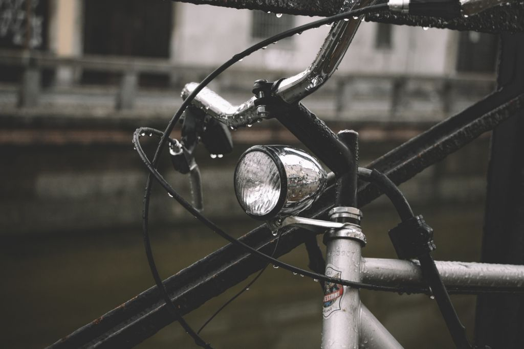 クロスバイクのブレーキの画像