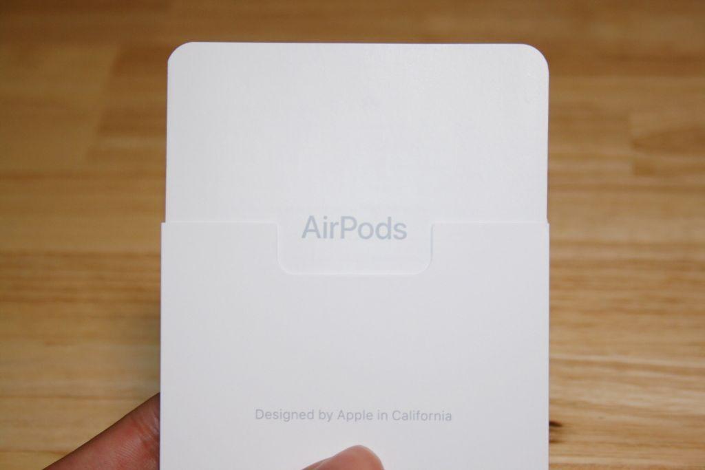 同梱されているカード「AirPods」