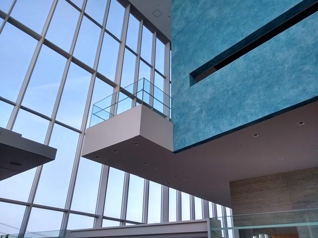 静岡市清水文化会館 マリナート 床 浮いて
