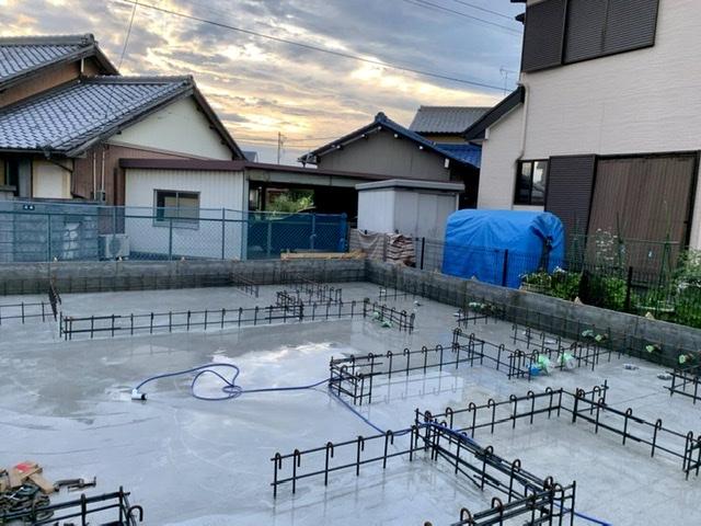 コンクリート 打設 基礎 養生 散水 乾燥 ひび割れ