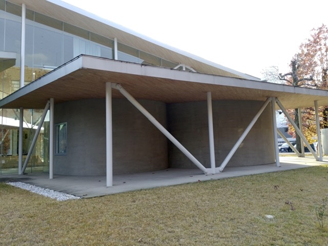 岡山大学 ホール 屋根 薄い ブレース