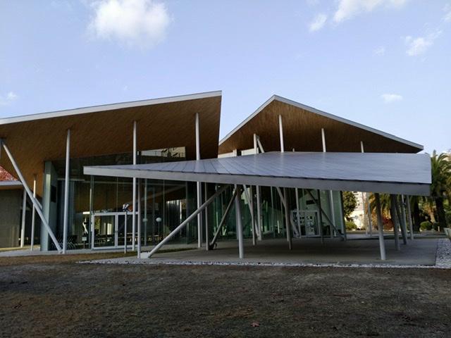 岡山大学 ホール 屋根 薄い ガラス