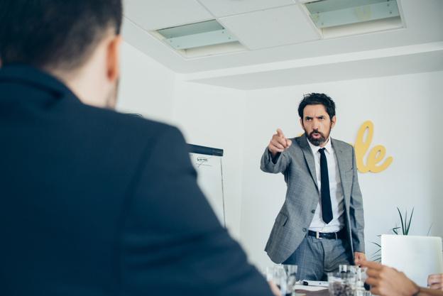 上司の『 えこひいき 』から脱出する方法・考え方