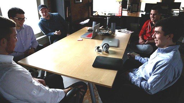 新人が辞めない会社の作り方は、コミュニケーションの見直し