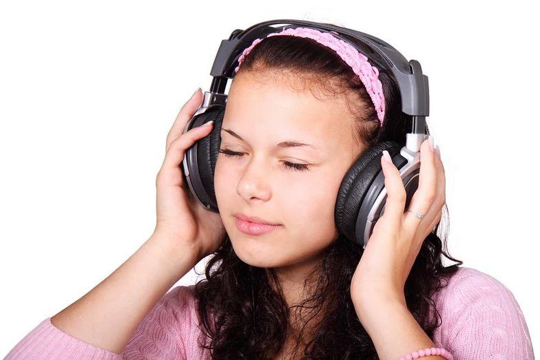 """作業中に音楽を聴くと、気分が良くなる理由"""""""""""
