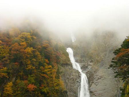 霧の称名滝