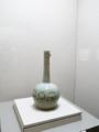 青磁象嵌菊牡丹文鶴首瓶