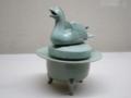 青磁彫刻鴛鴦蓋香炉