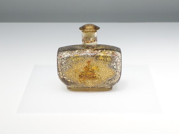 エミール・ガレ《騎馬人物文香水瓶》
