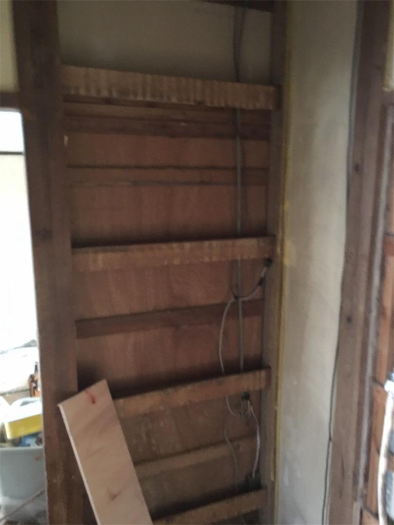 砂壁に壁紙 クロス を貼る 和室リフォーム ボロ戸建ボロ物件