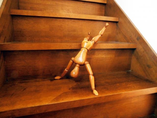 階段から落ちる