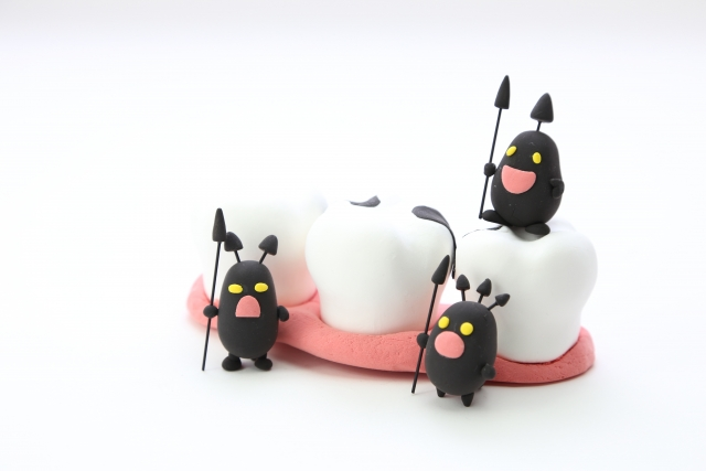 虫歯で歯が黒し