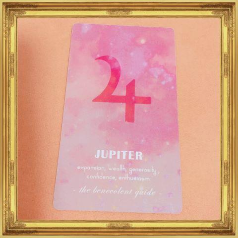 "<img src=""Jupiter.jpg"" alt=""木星の惑星記号が書かれたオラクルカード"">"