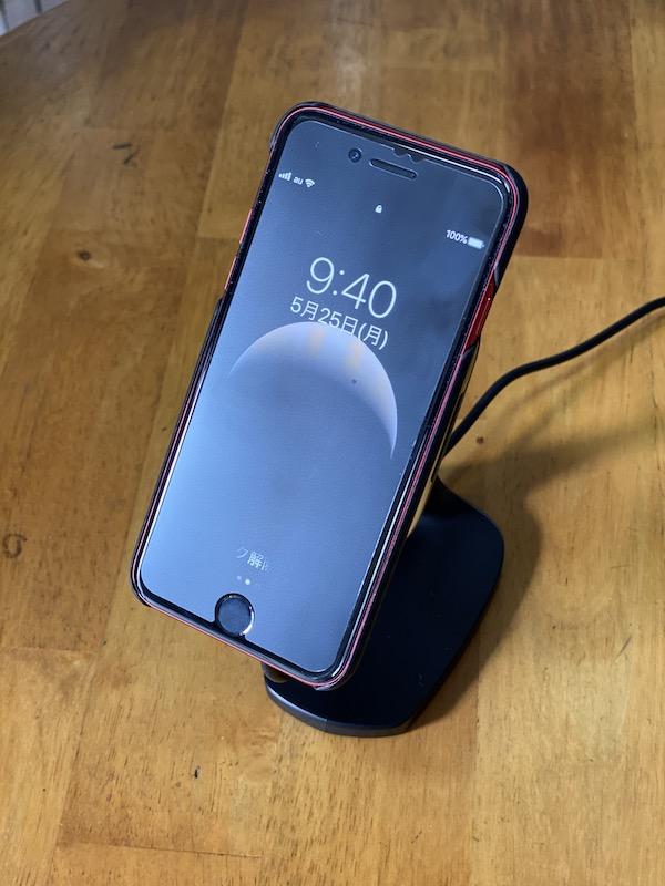 iPhone SEとスタンド