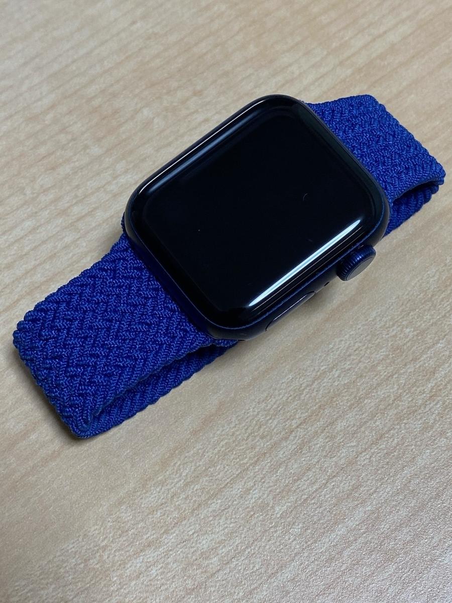 Apple Watchにバンドをつけると